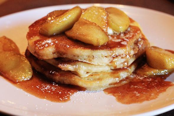 Рецепт оладків з яблуками фото